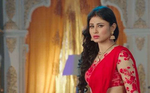 Mouni Roy Shivangi in Naagin 2