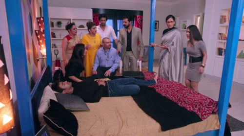 Mihir family at Mihir bed Naagin S3E99 InsTube