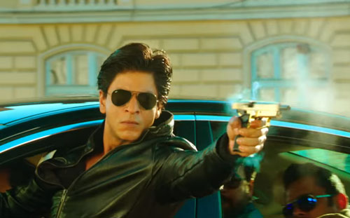 Dilwale movie still Raj with gun
